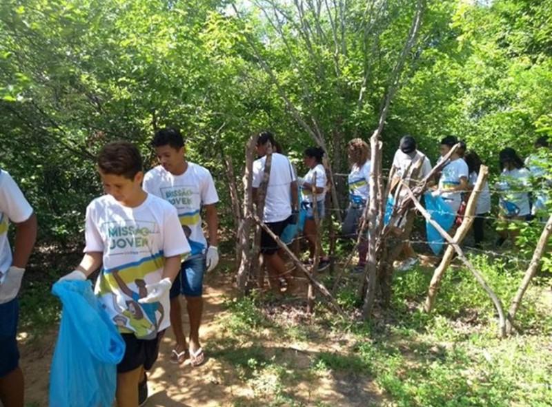Projeto Missão Jovem realiza ação de limpeza na Cachoeira de Missão Velha