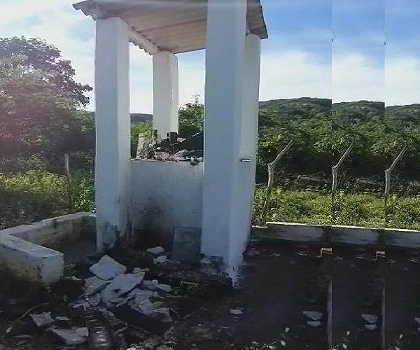 Vândalos destroem estátua do Padre Cicero no Distrito de Ponta da Serra, em Crato Foto reprodução