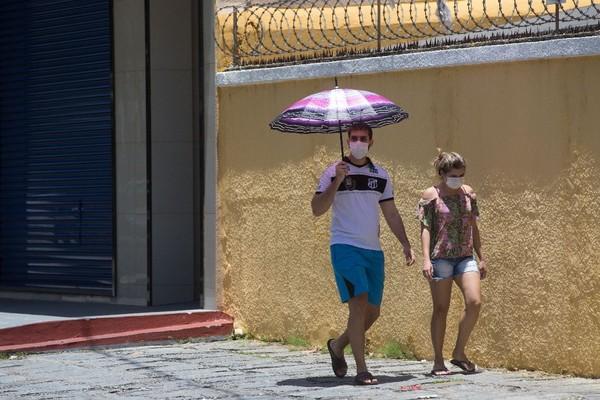 População em Fortaleza usa máscaras em prevenção ao coronavírus. — Foto Fabiane de Paula Sistema Verdes Mares