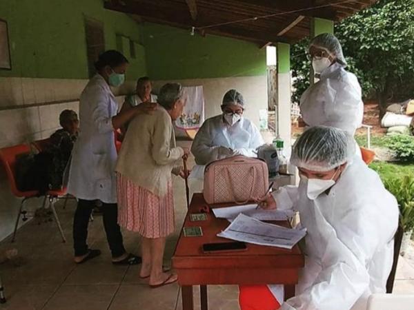 Crato realiza testes rápido em instituições para idosos, faz entrega de EPIs e auxilia nos cuidados