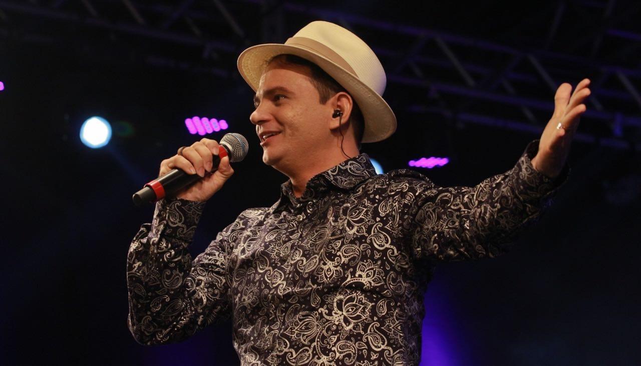 Leonardo de Luna realizará live solidária no próximo dia 21