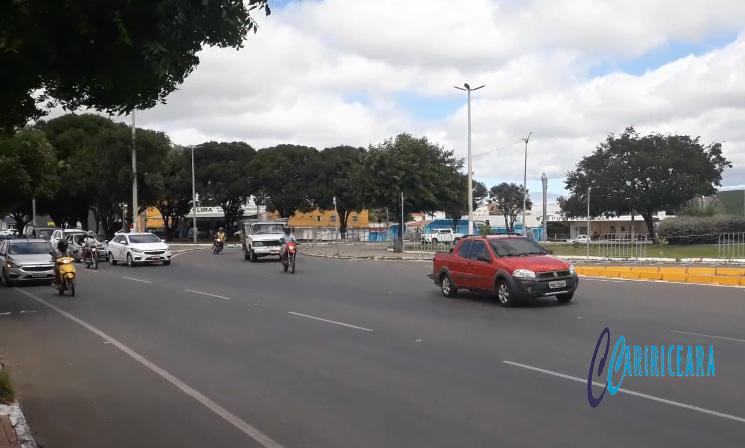 Motoristas cobram instalação de semáforos na rotatória do Triângulo, em Juazeiro do Norte _ FOTO JOTA LOPES_AGÊNCIA CARIRICEAEA.COM