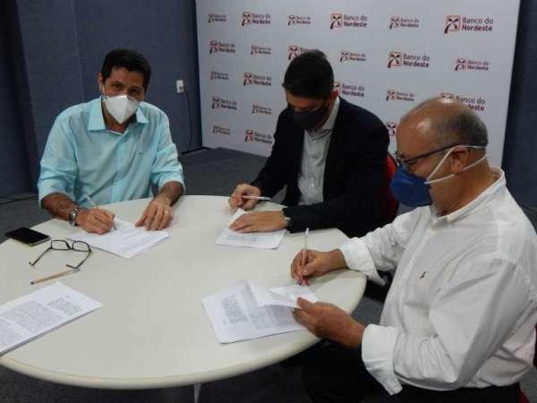 100 mil agricultores beneficiados com acordo celebrado entre Ematerce e BNB