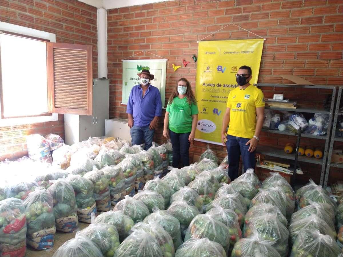Famílias de baixa renda no Cariri recebem mais de 700 cestas de alimentos e kits de higiene