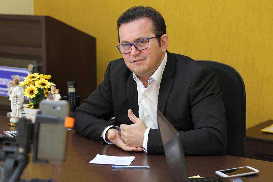 Francisco Evandro Arrais de Almeida, 52 anos é investigado por fraudes em contratos para a coleta de lixo. Foto Divulgação