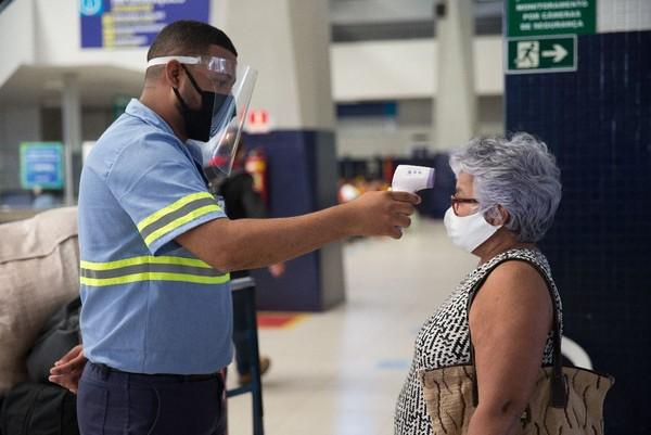 Rodoviária de Fortaleza adota medidas de protocolo sanitário de combate ao novo coronavírus. — Foto Fabiane de Paula Sistema Verdes Mares