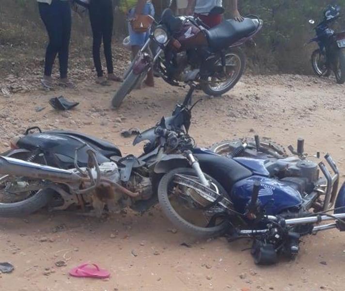 Mulher de 22 anos morre após colisão entre duas motos na zona rural de Mauriti