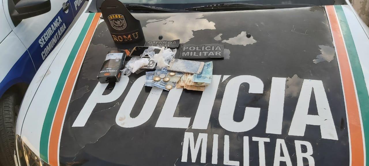 Duas mulheres são flagradas com drogas e conduzidas a 20ª DRPC de Juazeiro do Norte FOTO POLICIA M ILITAR DO CEARA - DIVULGAÇÃO