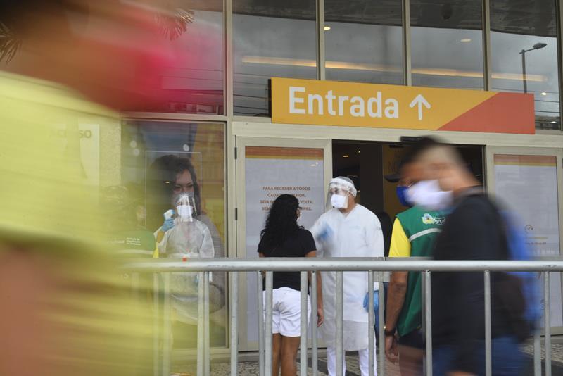 Novo decreto proíbe eventos em locais fechados no Ceará