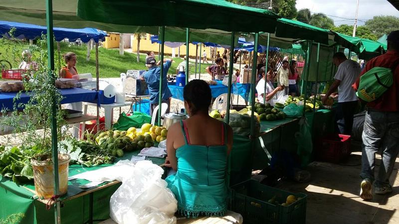 Feira da Rede de Feiras Agroecológicas e Solidárias do Cariri, no Largo da RFFSA, Crato