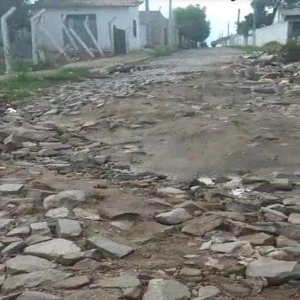 Moradores do Bairro Leandro Bezerra, em Juazeiro do Norte reclamam de rua intransitável, veja o vídeo