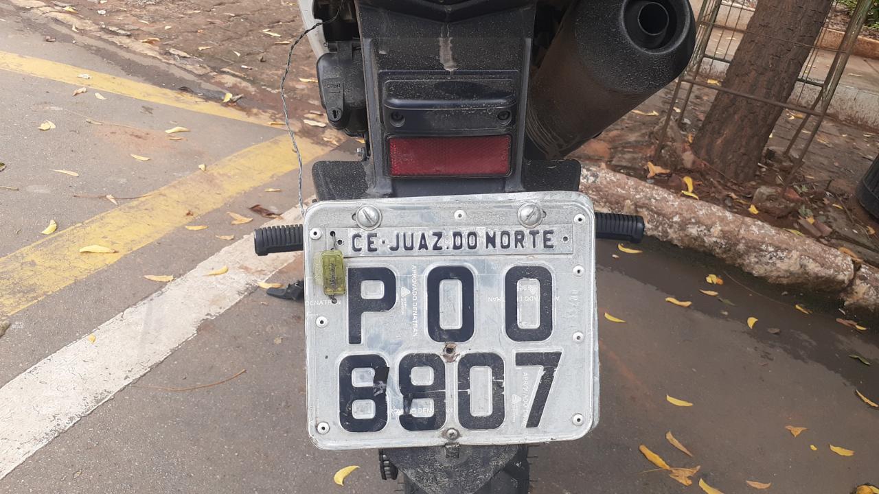 Motocicleta Honda Bros de cor Branca, ano 2015 de placas P00-6907, inscrição de Juazeiro do Norte apreendida em PM em poder de Sílvio e Thiago FOTO: REDES SOCIAIS