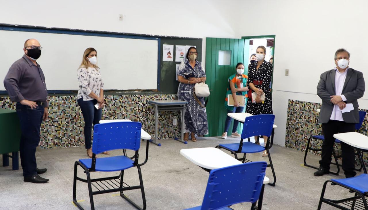 MPCE e Defensoria Pública do Estado verificam estrutura de escolas públicas estaduais para retorno das aulas presenciais