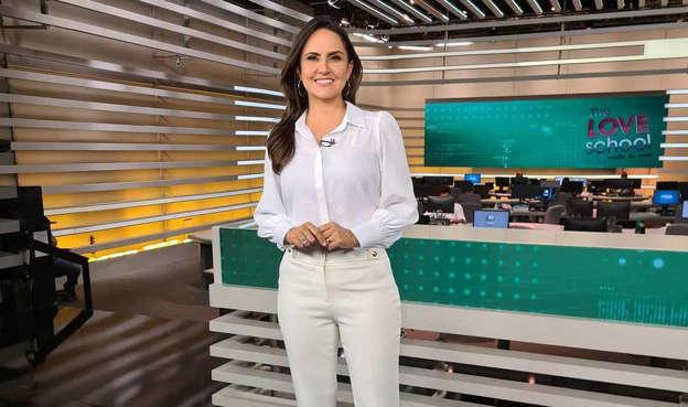 """A apresentadora do """"Fala Brasil"""", Carla Cecato foi demitida pela Record nesta quinta-feira (13). Foto: Reprodução Instagram"""