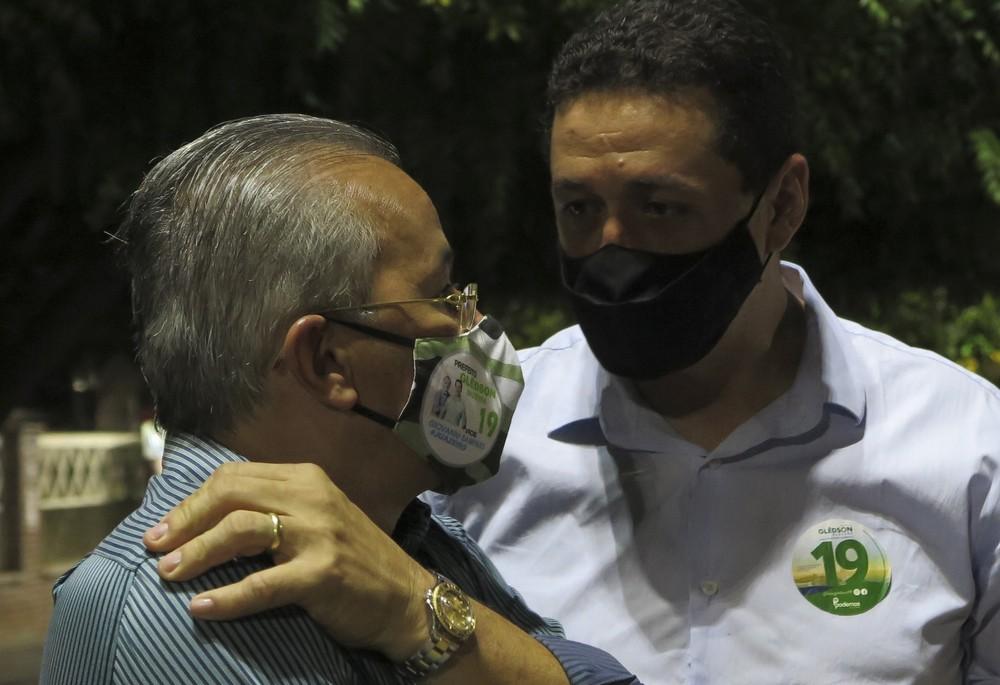 Giovanni Sampaio e Glêdson Bezerra, vice e prefeito de Juazeiro do Norte. — Foto: SVM/Reprodução