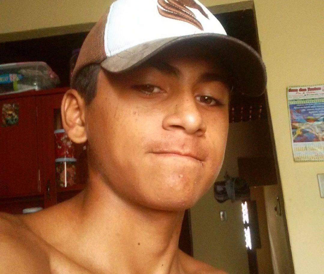 Carlos Henrique Sousa da Silva, 18 anos foi executado a tiros na tarde desta quarta-feira, no interior da casa onde morava em Várzea Alegre-CE /FOTO: REDES SOCIAIS