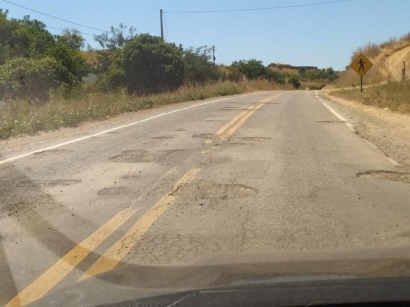 Mato-alto-e-buracos-causam-transtornos-para-quem-trafega-por-rodovias-estaduais-de-acesso-a-Aurora-2