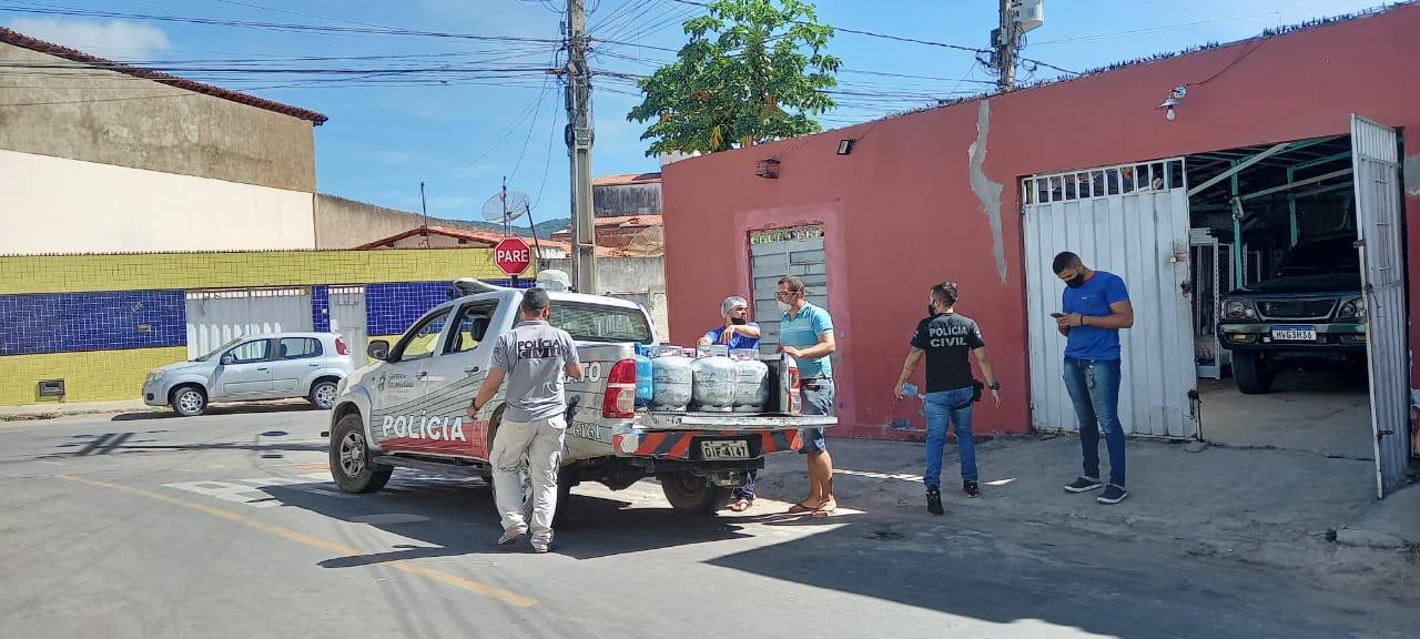 """Operação """"GLP Legal"""" prender 8 pessoas e apreende quase 100 botijões de gás de cozinha clandestinos em Crato"""