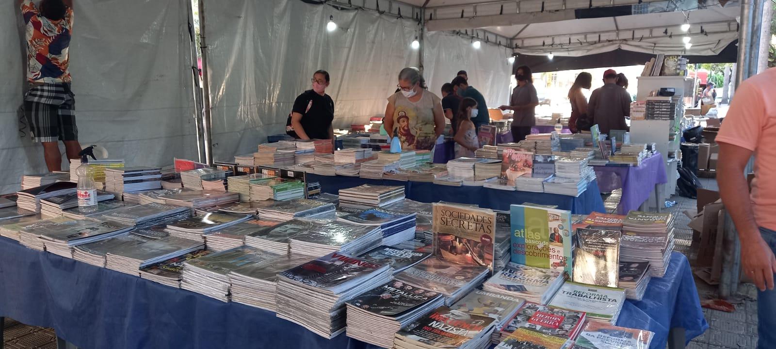 Feira Popular do Livro acontece na Praça Padre Cícero, em Juazeiro do Norte