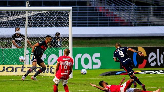 CRB x Fortaleza; gol de Wellington Paulista (Foto: Ailton Cruz/Gazeta de Alagoas)