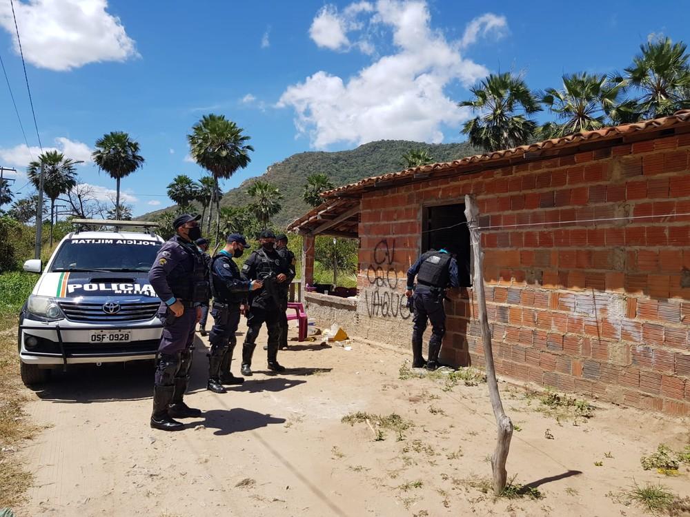 Chacina ocorreu em um bar na estrada que leva à Serra da Conceição, em Caucaia. — Foto: André Alencar/SVM