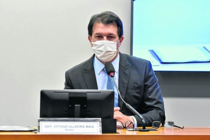 Arthur Maia apresentou seu relatório, ontem, na comissão da Câmara que discute o tema - (crédito: Reila Maria/Camara dos Deputados)