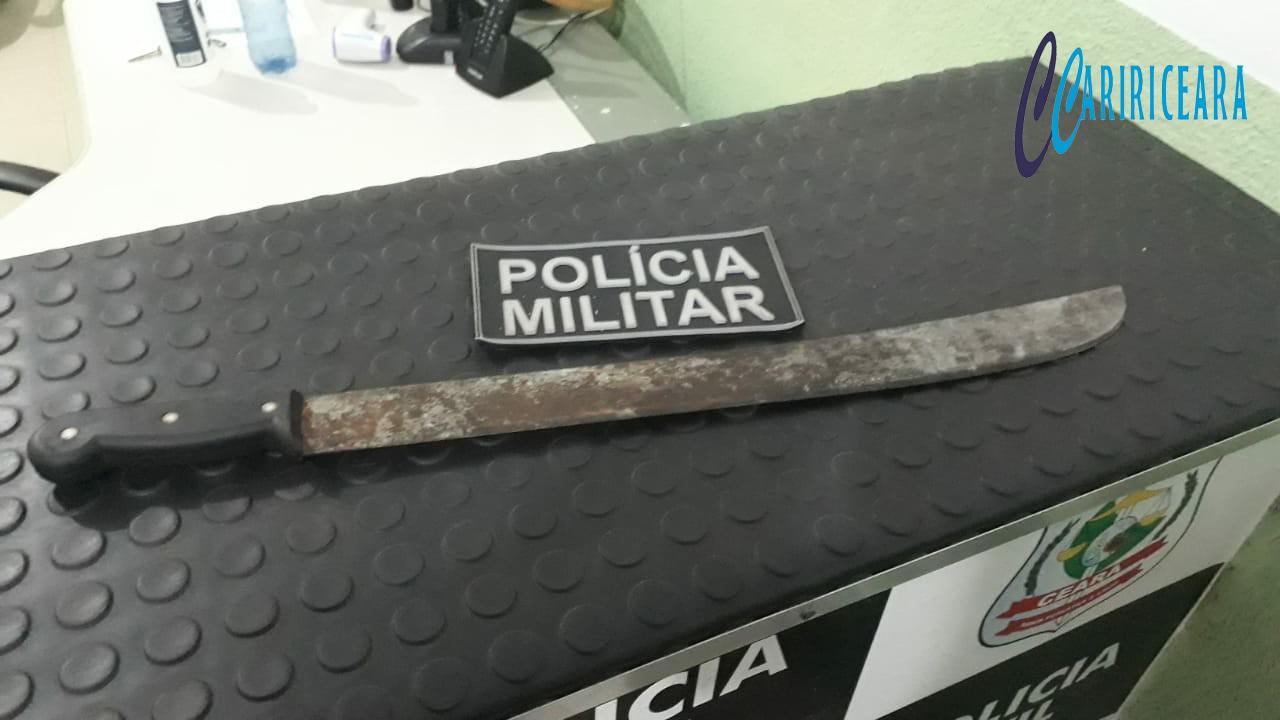 ARMA APREENDIDA PELA PM EM PODER DO CAMINHONEIRO EDER DE SOUZA. FOTO: AGÊNCIA CARIRICEARA.COM